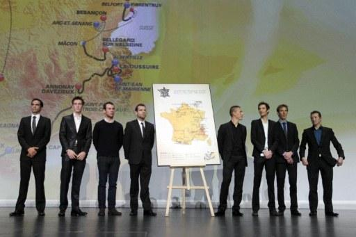 Cavendish, Contador, and Evans at the Tour unveiling. (photo courtesy of AFP via cyclingnews.com)