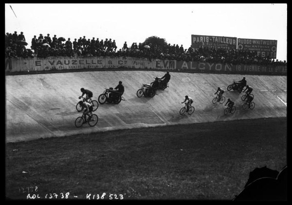 A motor-paced track race, France, 1907 (Source: Bibliothèque Nationale de France)